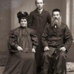 Rodzina żydowska w atelier Edwarda Janusza